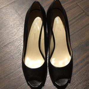 Nine West Kelsyo Black peep toe pumps